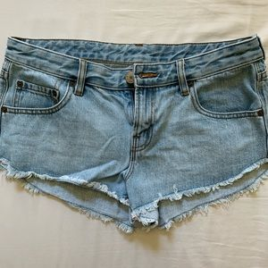 Sexy and cute Urban Outfitters BDG Denim shorts!